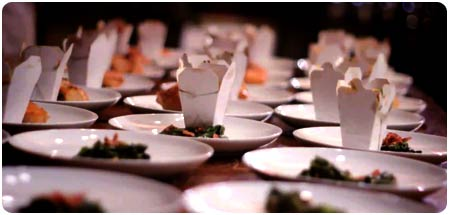 Maui catering plated dinner service image.
