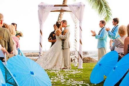 Maui wedding photography at the Olowalu Plantation House.
