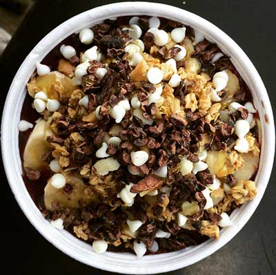 An Acai bowl on Maui with white chocolate and cacao nibs topping.