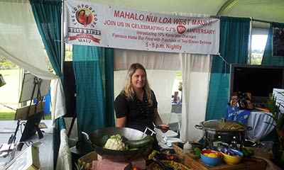 CJs Maui catering at the Maui wedding exposition.