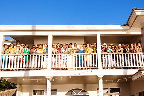 A wedding at the White House in Lahaina makes a great opportunity to capture a family reunion photograph on Maui.