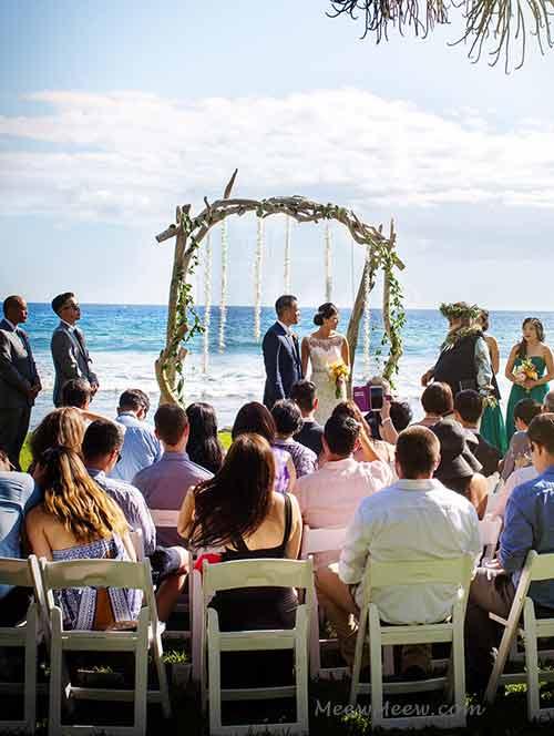 A Maui wedding at the Olowalu Plantation House with a wedding chuppah.