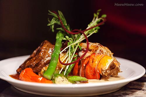 A Maui catering menu with Kona lobster and filet mignon served with steamed fresh vegetables.
